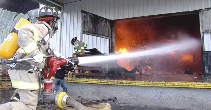 Aprueban nuevos beneficios para bomberos que sufran accidentes o enfermedades