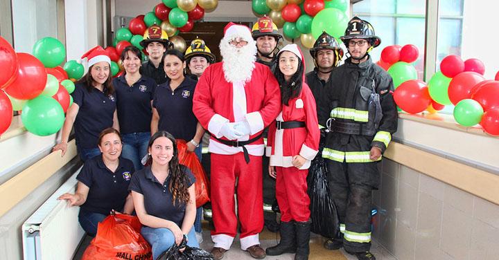 Viejito Pascuero Bombero visitó a los niños internados en el Hospital Regional de Temuco