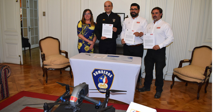 Bomberos de Chile firma convenio de colaboración con la ONG Drone SAR Chile