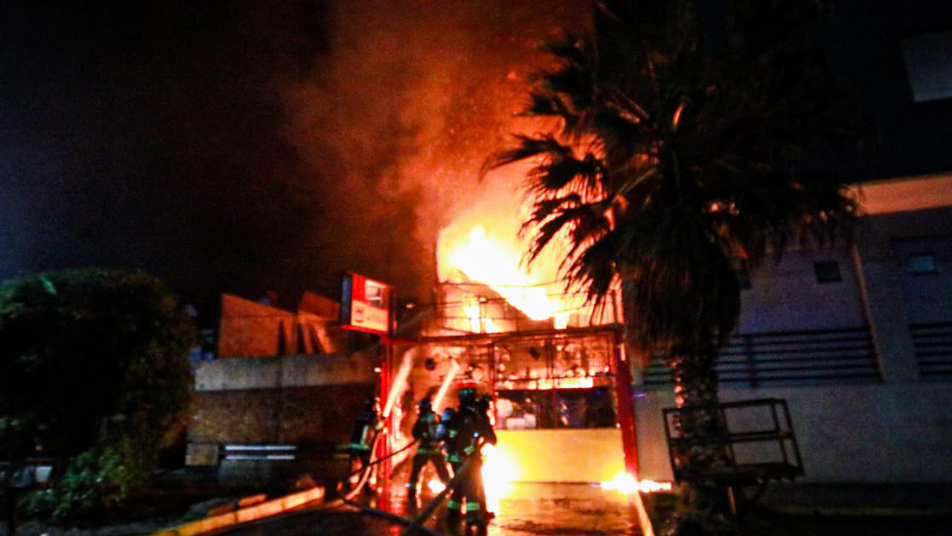 Bomberos de Iquique trabajó en incendio con tres víctimas fatales