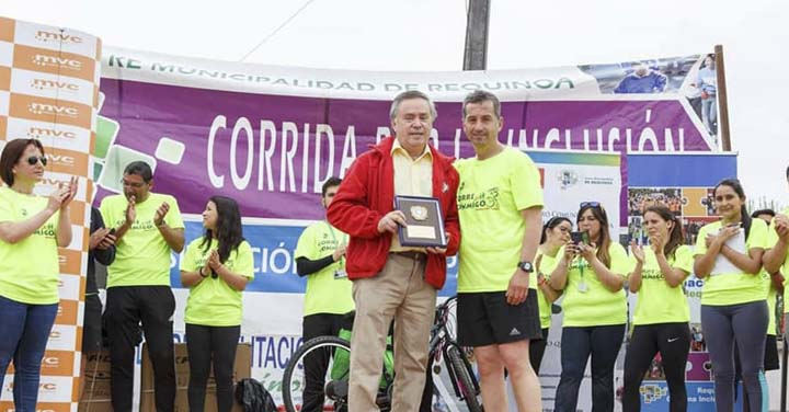 Centro Comunitario de Rehabilitación entregó distinción a Bomberos de Requínoa