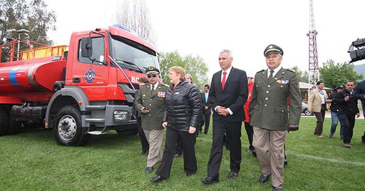 Presidenta Michelle Bachelet encabezó entrega de carros en O'Higgins
