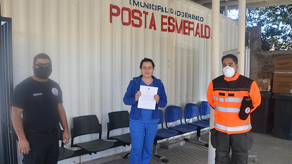 Bomberos de Rengo entregaron un afectuoso saludo a funcionarios de la Salud