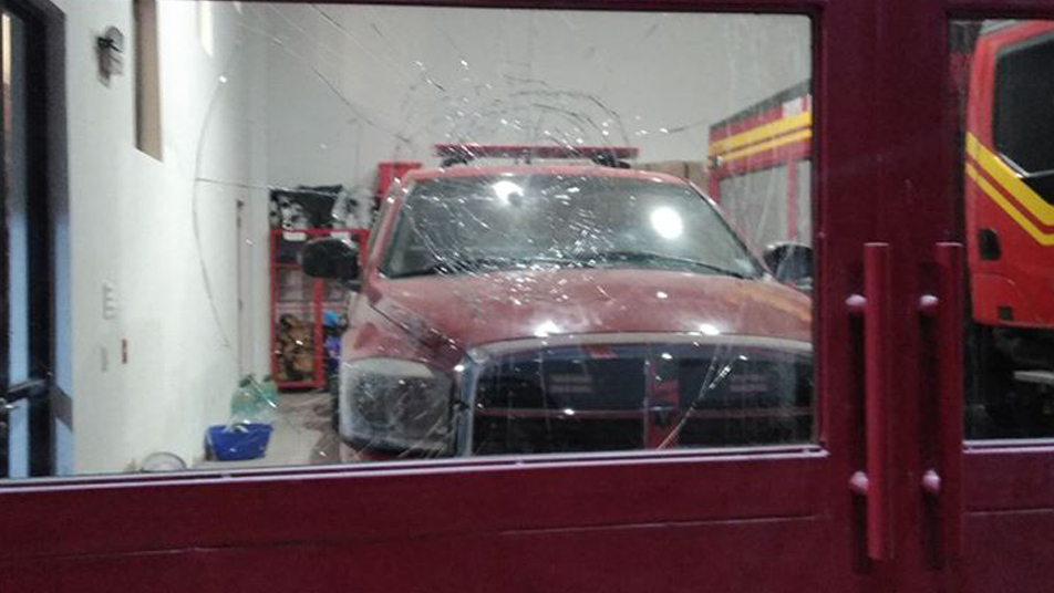 Sujeto causa daños en cuartel de Bomberos de Huara
