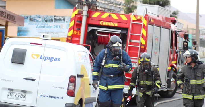 Bomberos de Iquique asistió a Escuela Chipana por liberación de gas