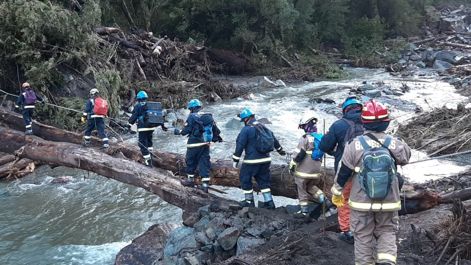 Aluvión en Chaitén mantiene a una persona desaparecida y moviliza a equipo USAR Osorno de Bomberos de Chile