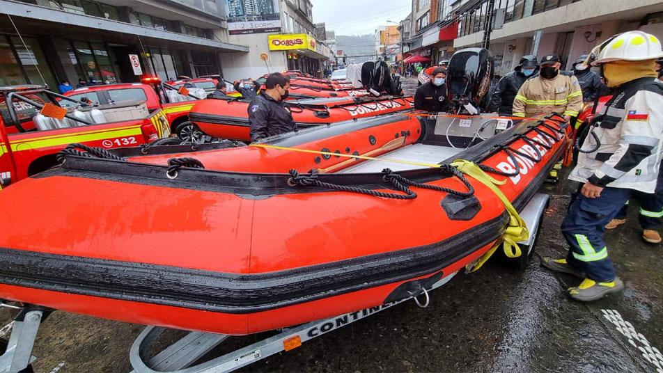 Grupos GERSA de La Araucanía recibieron camionetas y botes para rescate subacuático