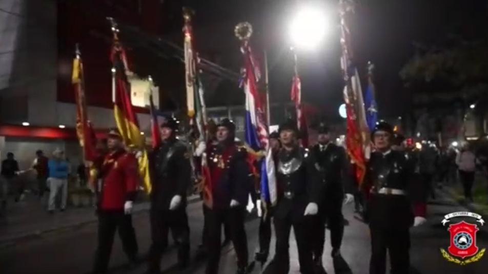Cuerpo de Bomberos de Iquique rinde homenaje a los héroes navales