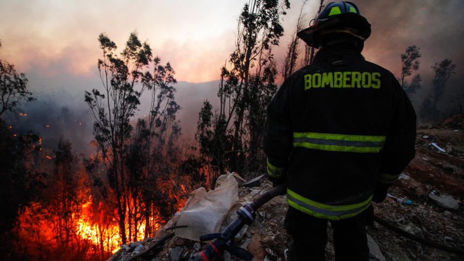 Bomberos de la Región de Valparaíso reciben 2.220 nuevos uniformes