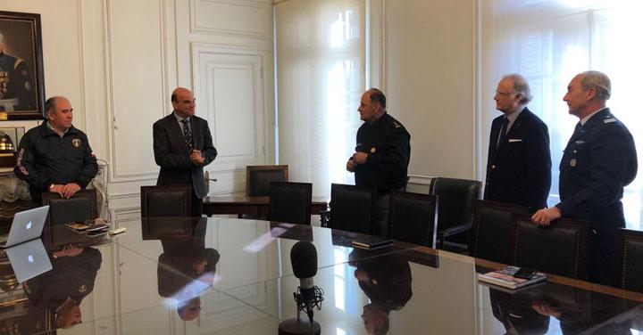 Presidente se reunió con Comisión de Enlace Logístico Fuerzas Armadas– Bomberos de Chile