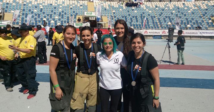 Equipo 47 del CB de Santiago donó premio obtenido en el Desafío Bomberos de Chile Zona Centro a equipo de Machalí