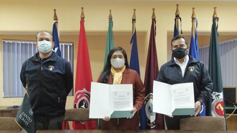 Cuerpo de Bomberos de Arica e Instituto Profesional Santo Tomás firman convenio de colaboración