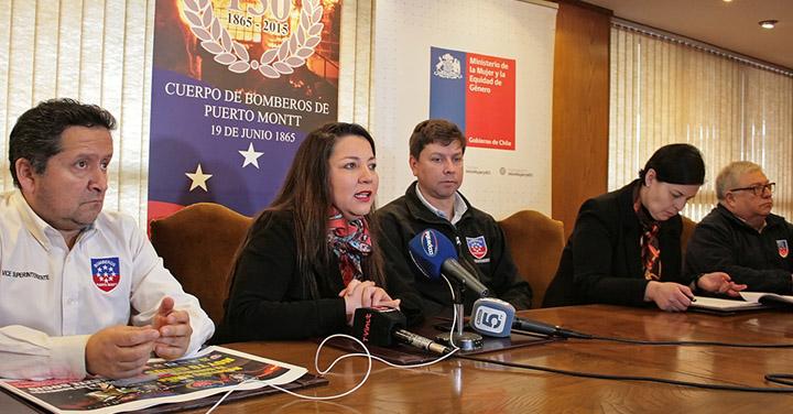 Bomberos de Puerto Montt y Seremi de la Mujer firman convenio de colaboración para prevenir casos de acoso en cuarteles