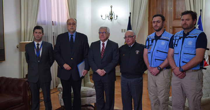 Dos bomberos chilenos de UNDAC viajan a México para coordinar apoyo