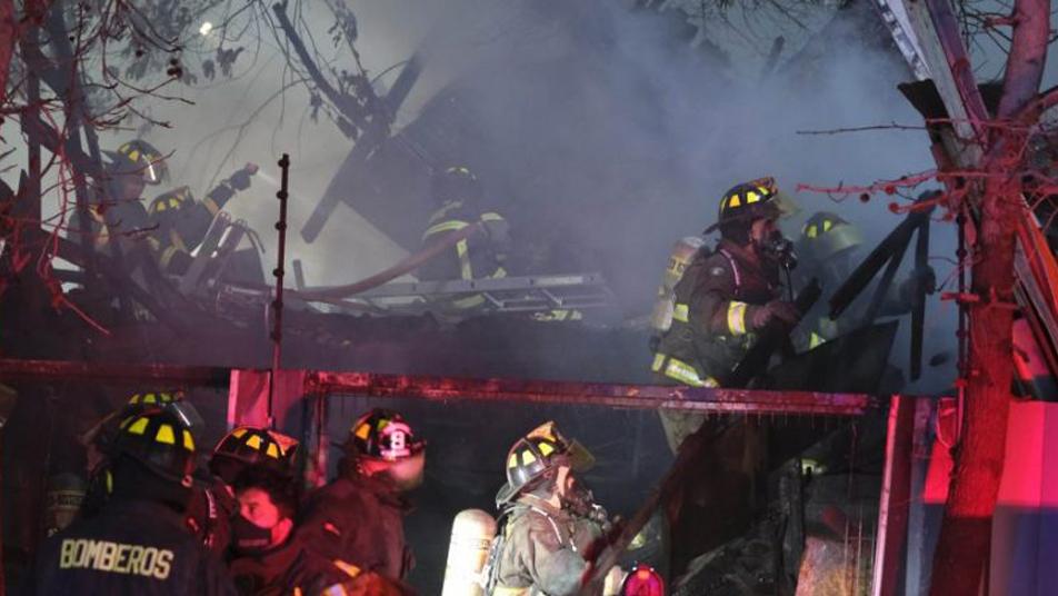 Tercera alarma de incendio en Melipilla: 16 casas destruidas y un fallecido