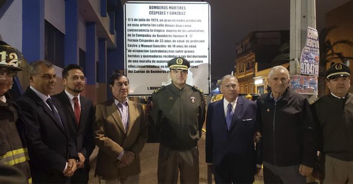 """Presidente Nacional de Bomberos de Chile y Alcalde de Iquique asisten a cambio de nombre de calle """"Céspedes y González"""""""