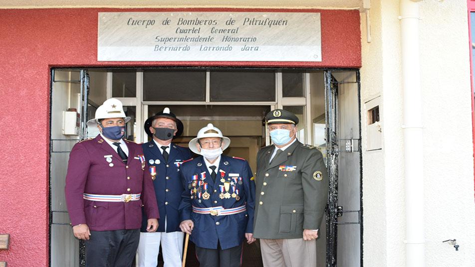 Cuerpo de Bomberos de Pitrufquén realiza reconocimiento a Don Bernardo Larrondo Jara, quien completó 75 años de servicio en la institución