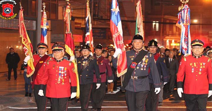 Bomberos Iquiqueños rindieron honores a los héroes navales con tradicional romería