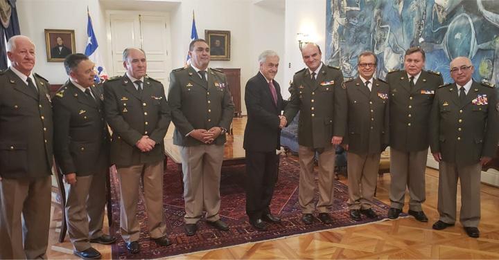 Presidente Sebastián Piñera recibió a la Directiva Nacional de Bomberos de Chile