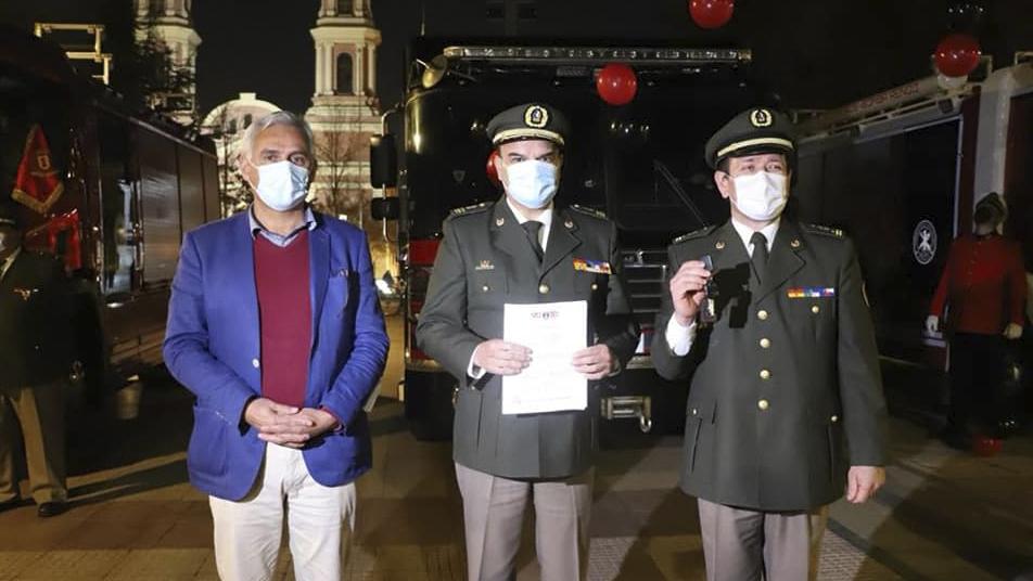 """Presidente Nacional en entrega de carros: """"Han invertido en seguridad y prevención para sus habitantes a través de Bomberos y es justo reconocerlo"""""""