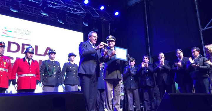 Presidente Nacional de Bomberos de Chile fue condecorado en Linares