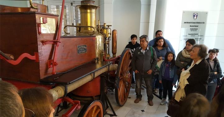 Más de 800 personas visitaron por primera vez la sede de Bomberos de Chile