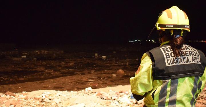 Bomberos de las regiones de Arica y Parinacota y de Antofagasta trabajan en frente de mal tiempo que afecta al norte