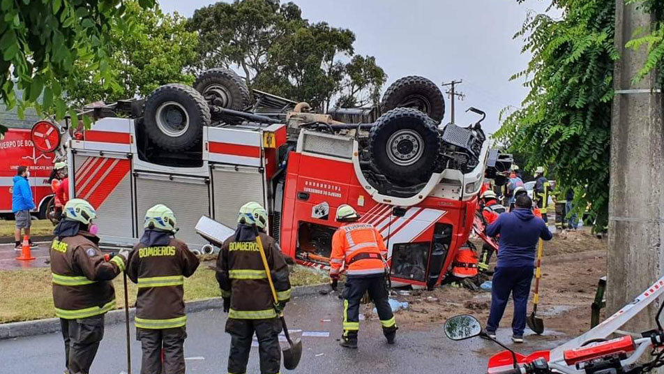 Bomberos de Talcahuano se refiere a volcamiento de carro bomba ocurrido tras dirigirse a emergencia