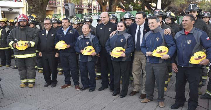 Presidente Nacional de Bomberos entregó equipos de protección forestal en la Región de O'Higgins