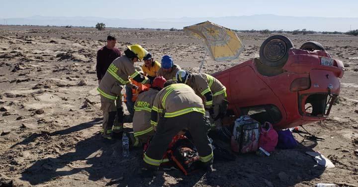 Volcamiento con una fallecida y un incendio movilizaron a Bomberos de Pozo Almonte
