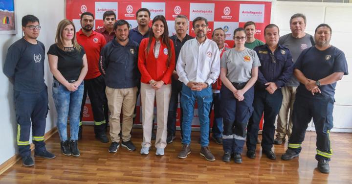 10 millones extras para cubrir emergencias recibirán Bomberos de Antofagasta