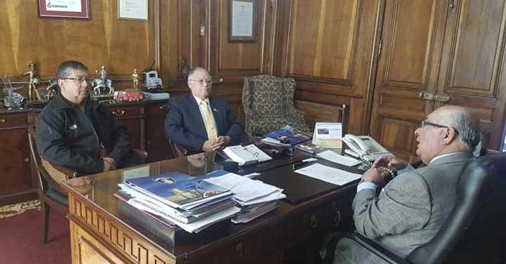 Cuerpos de Bomberos de Villa Alemana y Casablanca visitaron al Presidente Nacional