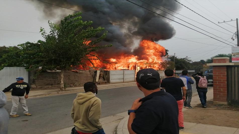 Incendio destruye casa y deja una persona fallecida en Calle Larga