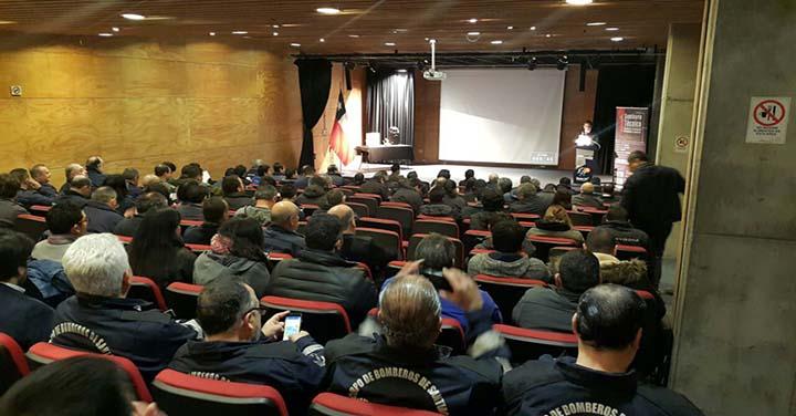 Destacan a bombero temuquense como el investigador de incendios más antiguo de Chile