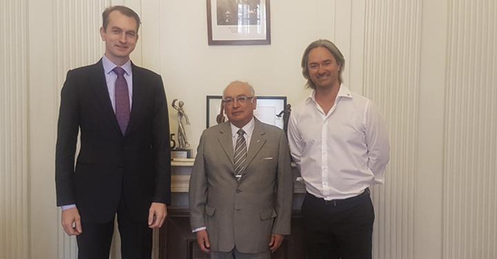 Presidente de Magirus realiza visita protocolar a sede institucional