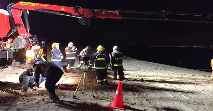 Bomberos de Antofagasta trabajó en rescate desde acantilados en La Portada