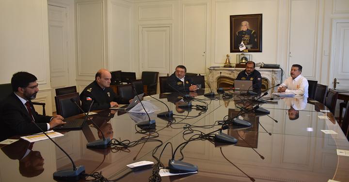 Bomberos de Valparaíso y Concepción se reunieron con el Presidente Nacional