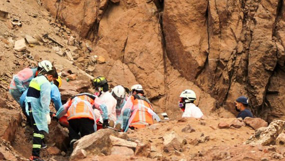 Bomberos de Iquique rescató hombre que sufre rodada en el sector norte de la ciudad