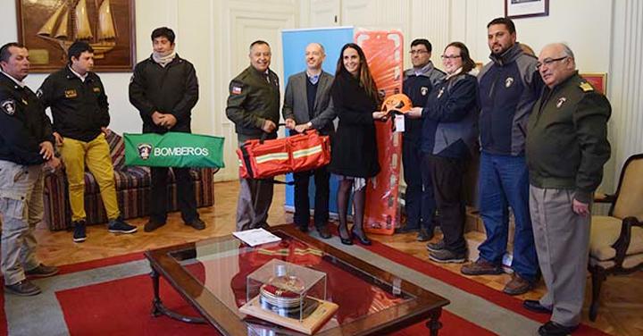 Empresa Methanex Chile entregó equipamiento a Bomberos de la Región de O'Higgins