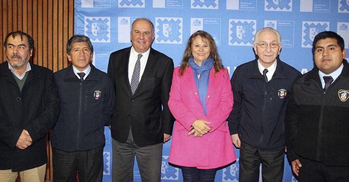 Intendente firmó financiamiento de diseño de cuartel para Brigada de Metrenco