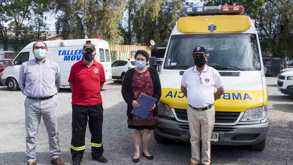 Servicio de Salud de O'Higgins entregó ambulancia para el Cuerpo de Bomberos de Rengo