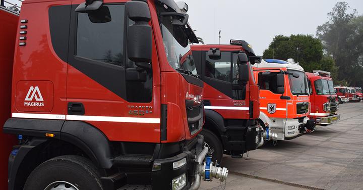 Bomberos de Chile entregó siete carros a Bomberos de la Región de Magallanes