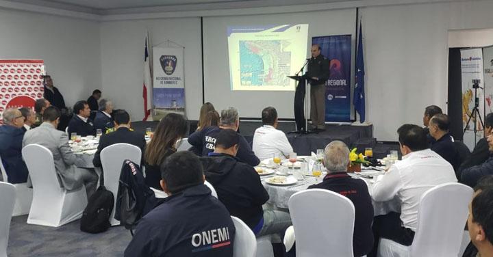 Presidente Nacional expuso sobre Bomberos y grandes emergencias en Visión Regional Arica y Parinacota