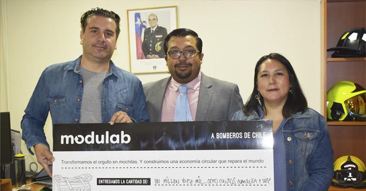 Bomberos recibe donación de Modulab gracias al reciclaje de uniformes
