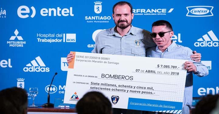 Bomberos de Chile participó del lanzamiento de la Maratón y recibió importante donación