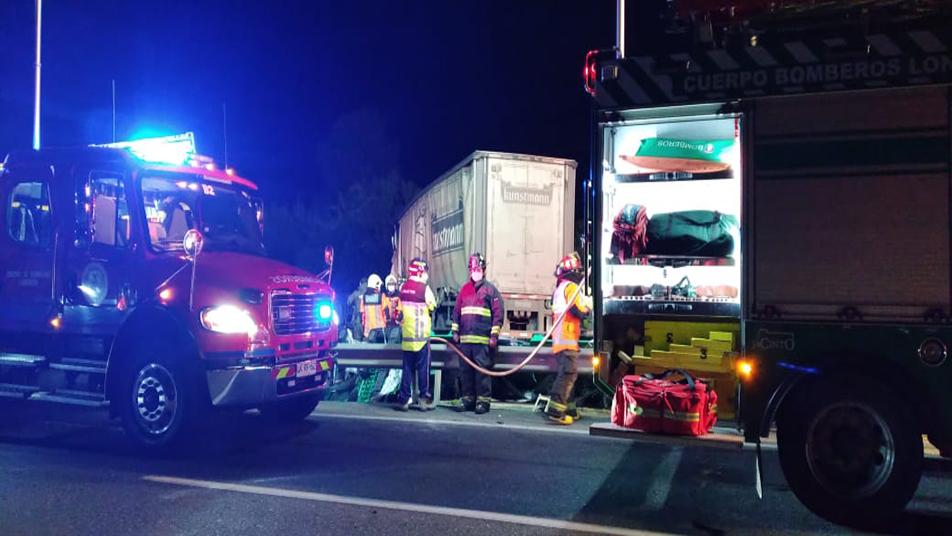 Bomberos de Loncoche trabajó por más de 7 horas en accidente carretero