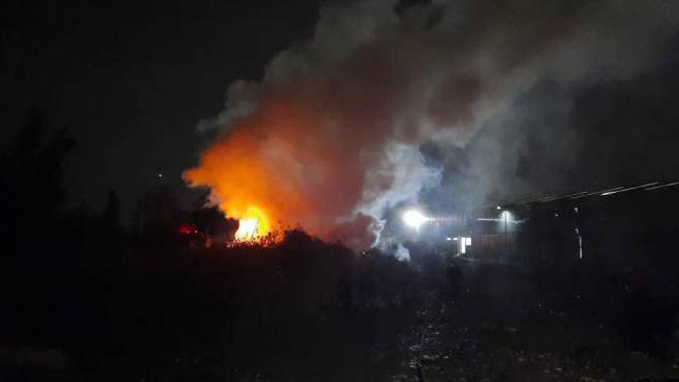 Incendio en acopio de madera moviliza a Bomberos de Rancagua y Olivar