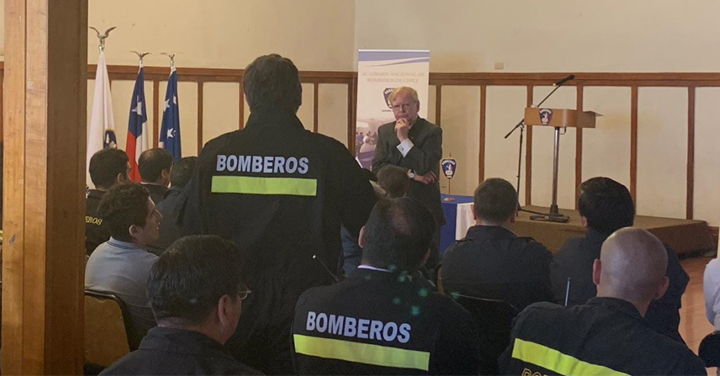 Profesor Mario Banderas dictó charla sobre ética bomberil a Instructores ANB en Magallanes