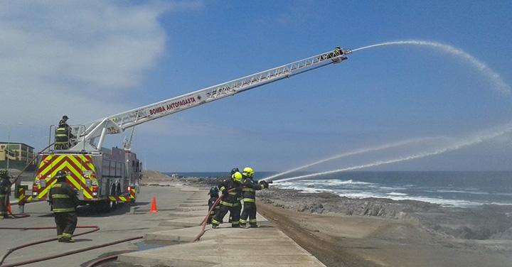Bomberos de Antofagasta realizó sorpresivo simulacro de terremoto y tsunami