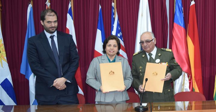 Bomberos de Chile y Ministerio de Minería firman importante acuerdo